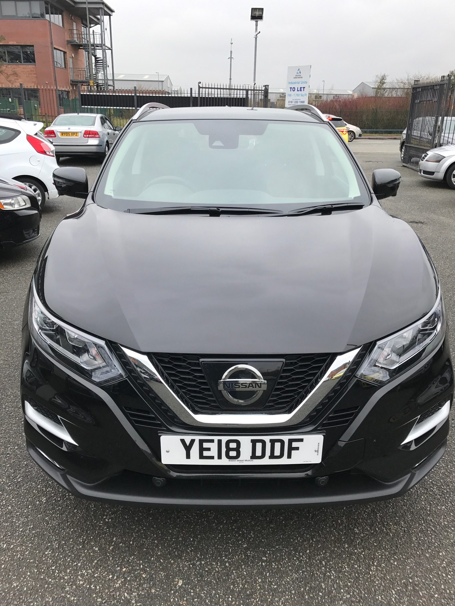 Nissan Qashqai Hatchback 1.2 Petrol DIG-T N-Connecta [glass roof pack] 5 door Manual Car Leasing Best Deals